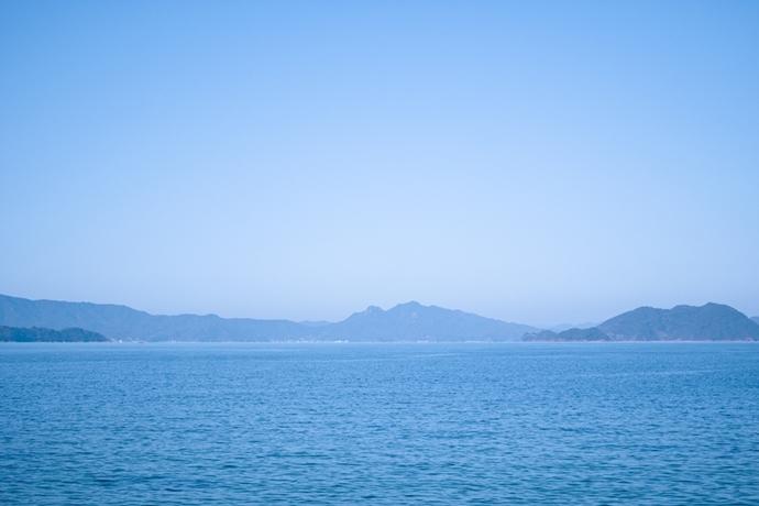タマネギ畑の上から瀬戸内海を見下ろせます