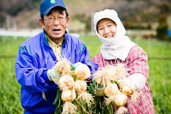新玉ねぎを食べてみんな元気な津和地島民!