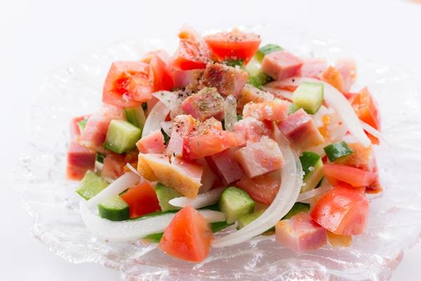 新玉ねぎがさっぱりおいしいサラダ